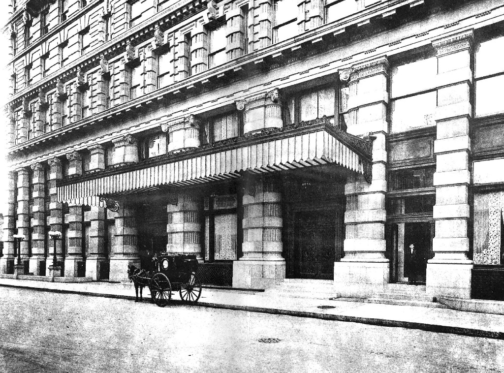 Main entrance of Sherry's, 1899. Photo credit: Wikimedia Commons [Public Domain]
