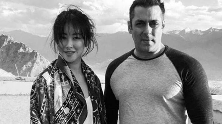 Zhu Zhu and Salman Khan on the sets of Tubelight.