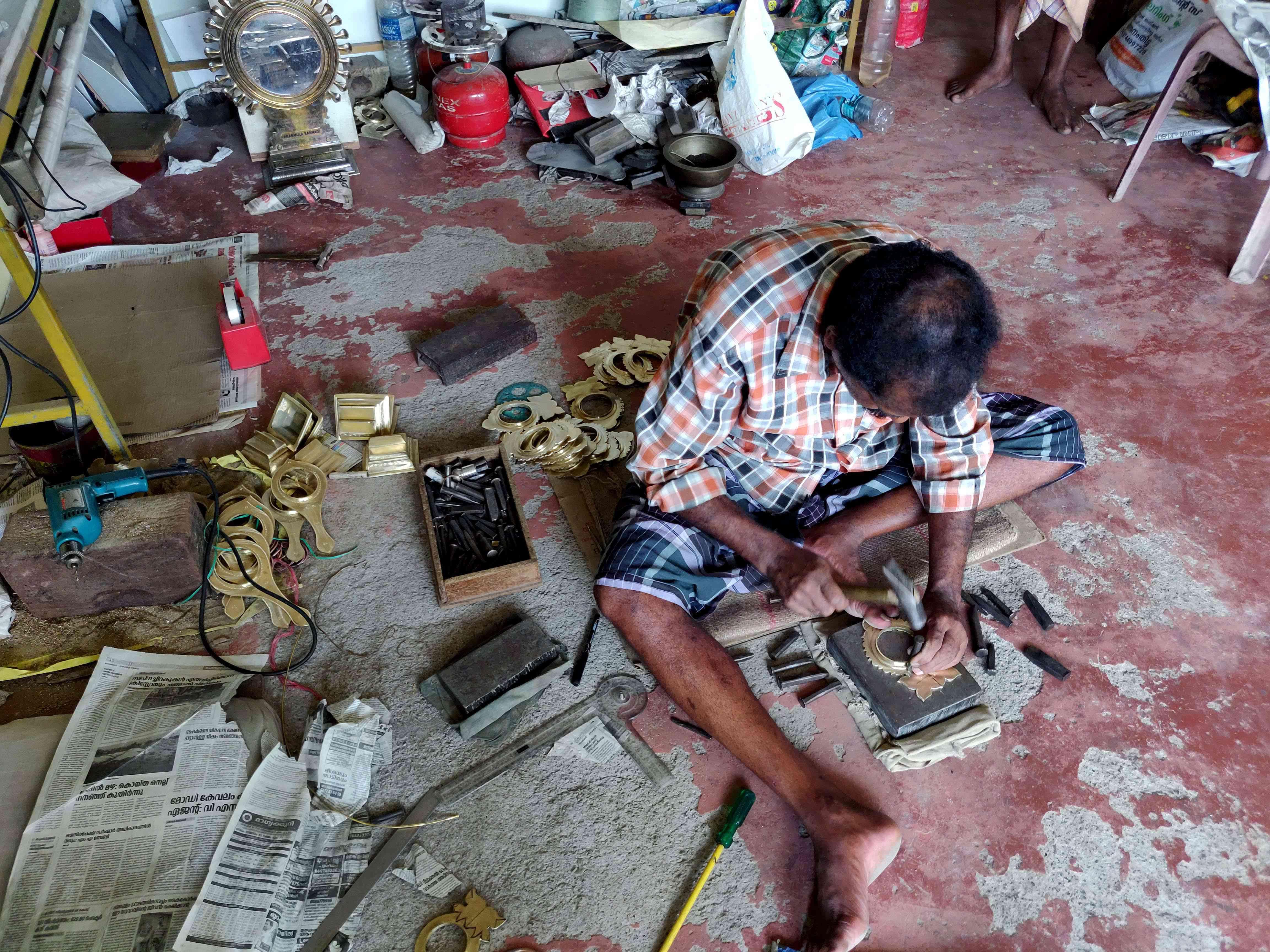 An Aranmula metal mirror workshop in Aranmula. Photo credit: TA Ameerudheen