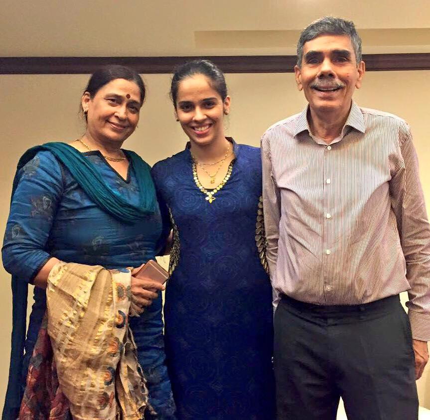साइना नेहवाल अपने माता-पिता के साथ