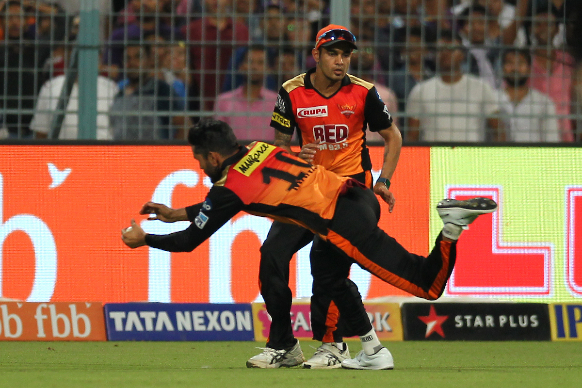 SRH's Manish Pandey completes a fine diving catch to dismiss KKR's Andre Russell. Photo: Sportzpics.