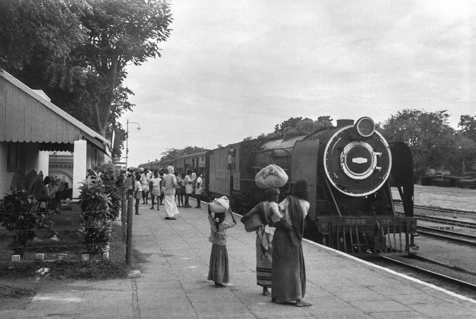 Metre-gauge steam train arriving at Kodai Road station near Madurai in June 1965. Credit: Ian Manning and Poochi Venkat