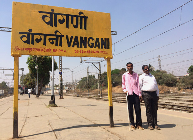Munjaba Shingare (left) at the Vangani station in Thane district, 60 km east of Mumbai. Shingare dropped out of the first year of his Bachelor of Arts, but has cleared three examinations in music, in addition to completing a course in typing. He now earns a living singing bhajans and kirtans on the train. (Photo credit: Swagata Yadavar/Indiaspend.com)