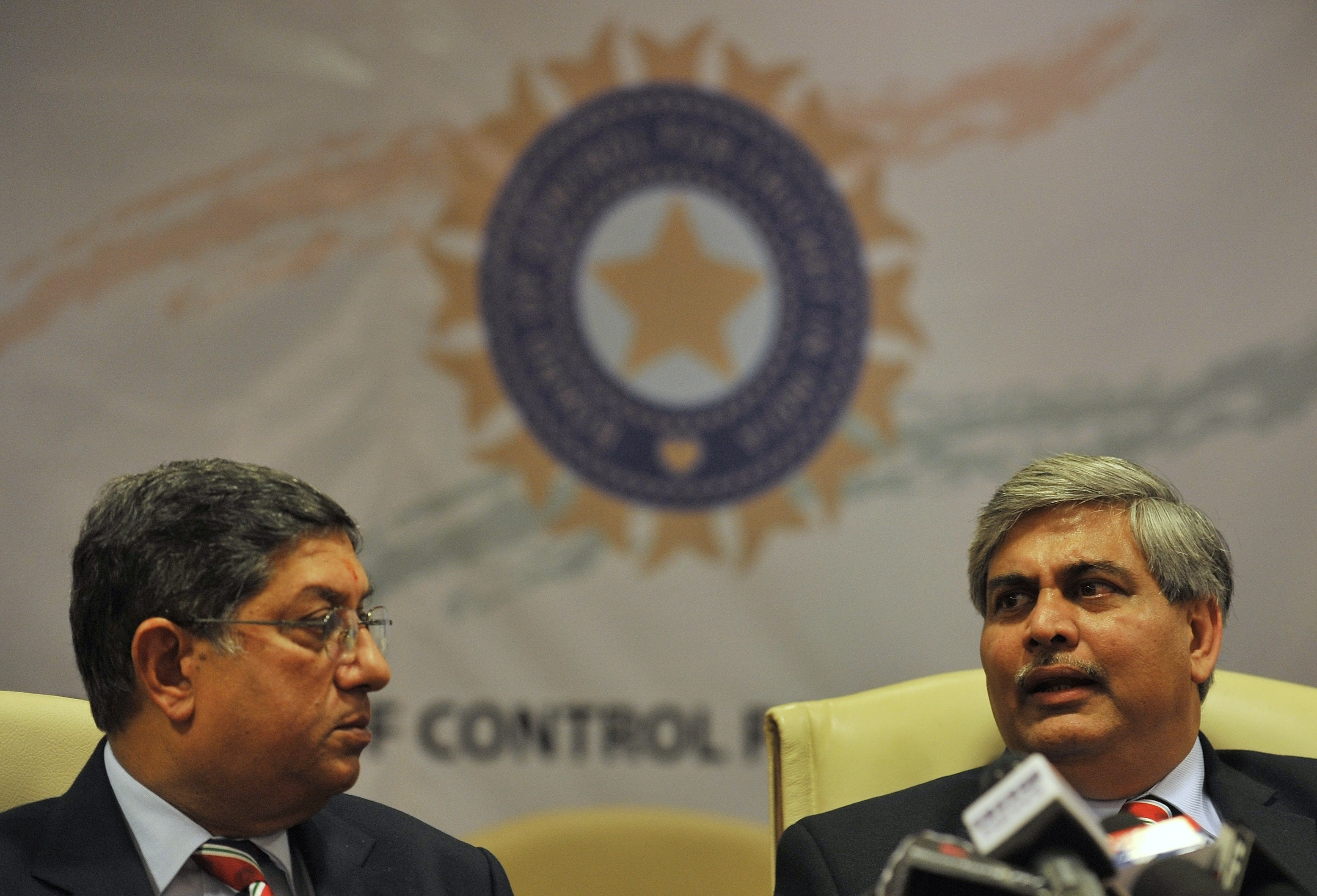 N Srinivasan (left) and his successor Shashank Manohar (Punit Paranjpe/AFP)