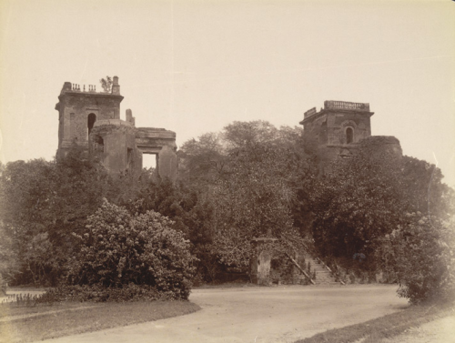 Right: Back view of the ruined Dilkusha Palace, Lucknow. Photographer unknown, c. 1880s.  Photo credit: British Library, Photo 50/2(122)