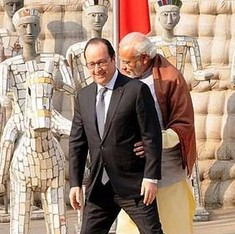 New level in bilateral ties unlocked: Twitter guffaws at Modi and Hollande's Titanic moment