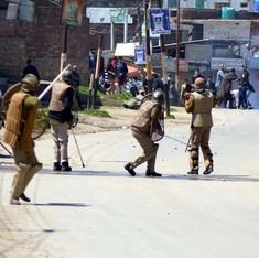 कश्मीरी लड़की के बयान को मां ने दबाव में दिया बताया, कहा कि सैनिक ने उससे छेड़छाड़ की थी