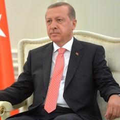 United States and Turkey suspend visa services
