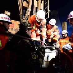 Eight Chinese miners found alive five days after collapse