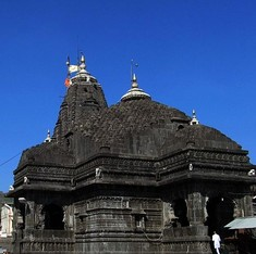 200 booked after women activists are manhandled at Maharashtra's Trimbakeshwar temple