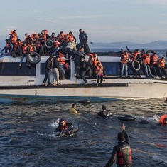 At least 33 refugees drown as two boats sink off Turkish coast