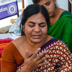 Rohith Vemula's mother given 15 days to prove that she is a Dalit, or face action