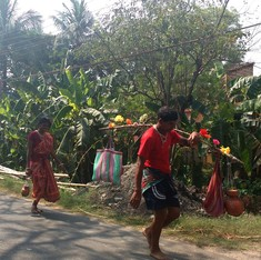 Bengal's Kanwarias: in peak summer, pilgrims carry Gangajal barefoot to the Tarakeshwar Shiv Temple