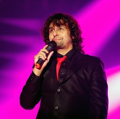 Sonu Nigam cries intolerance after Jet crew suspended for letting him sing on flight