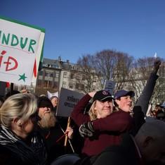 दुनिया भर के नामचीनों को डसने वाली पनामा लीक्स आइसलैंड की पूरी सरकार को ही लील गई है?