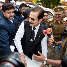 Sahara chief Subrata Roy's parole extended, Supreme Court asks him to deposit Rs 200 crore with SEBI