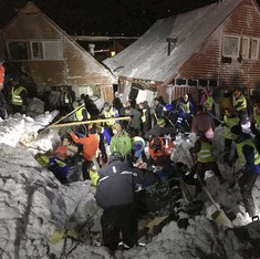 Deadly avalanche buries homes in Norway archipelago, 1 killed