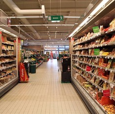 France bans supermarkets from throwing away unsold food