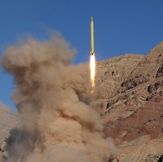 ईरान का अमेरिका को कड़ा जवाब - मिसाइल कार्यक्रम बंद करने को लेकर किसी से कोई बातचीत नहीं होगी