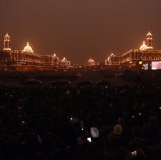 सपा नेता आज़म खान का मानना है कि राष्ट्रपति भवन ग़ुलामी का प्रतीक है, इसे ढहा देना चाहिए