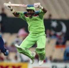 Cricket fans promote #ProfileForPeace, but Pakistan ex-captain Javed Miandad proves a buzzkill