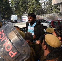 Kanhaiya Kumar delivers thundering speech on JNU campus after being released from jail