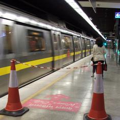 Delhi High Court restrains metro employees from striking work from Saturday