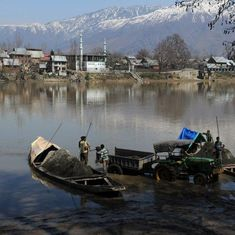 Flood alert issued for south, central Kashmir as Jhelum flows close to the danger mark