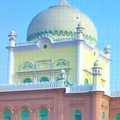 Posting selfies, photos on social media is un-Islamic, says seminary Darul Uloom Deoband
