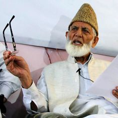 Jammu and Kashmir: Separatist leader Syed Ali Shah Geelani offers prayers in Srinagar after 8 years
