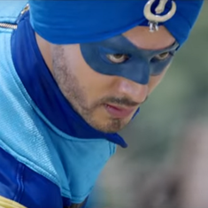 It's bumble in the jungle for Tiger Shroff in the trailer of 'A Flying Jatt'