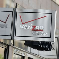 US telecom giant Verizon confirms $4.8-billion deal to buy Yahoo's internet business