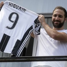 Football transfers: Gonzalo Higuain moves to Juventus for staggering price and other deals, rumours