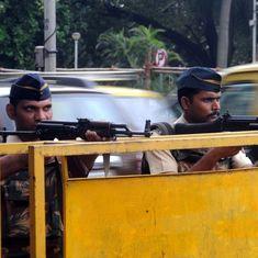 मुंबई के नौसेना बेस के पास हथियारों से लैस संदिग्धों के देखे जाने सहित दिन के सबसे बड़े समाचार