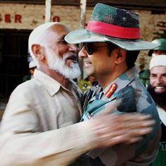 कैसे एक 'आर्मी अंकल' अपनी जादू की झप्पी से कश्मीर के ज़ख्मों पर मरहम लगा रहे हैं