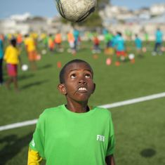 Video: Heading a football can be bad for the brain