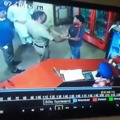 Watch: A policeman in Punjab slaps a dhaba owner for asking him to pay the bill