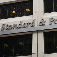 Standard & Poor's keeps India's credit rating at a low BBB- with a 'stable' outlook, praises reforms