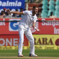 Stuart Broad to undergo scan after aggravating foot injury