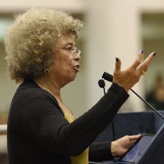 Activist Angela Davis appeals to Pranab Mukherjee to repeal AFSPA in Kashmir