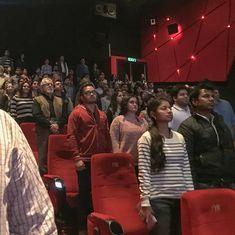 फिल्म में राष्ट्रगान बजने पर खड़ा होना जरूरी न होने सहित आज के ऑडियो समाचार
