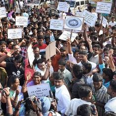 Tamil Nadu: Thousands protest against jallikattu ban, O Panneerselvam to meet Narendra Modi tomorrow