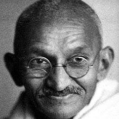 न मूर्तियों से गोडसे जिंदा होंगे, न गोलियों से गांधी मर सकते हैं