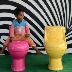 बाथरूम जाने की जरूरत शिद्दत से महसूस होने पर लोग लहराना या मचलना क्यों शुरू कर देते हैं?