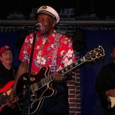 Rock and roll legend Chuck Berry dies at 90