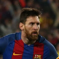 Lionel Messi commits to Barcelona until 2021 in deal that includes a €300 million termination clause