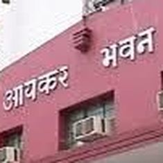 I-T department raids premises of several UP bureaucrats suspected of not paying taxes
