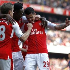 Arsenal sink United to revive top-four bid, Liverpool held by Southampton