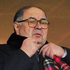 Russian billionaire Alisher Usmanov makes bid to buy Arsenal: Report