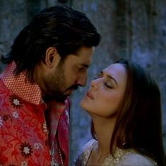Picture the song: Sweet little lies in 'Bol Na Halke Halke' from 'Jhoom Barabar Jhoom'